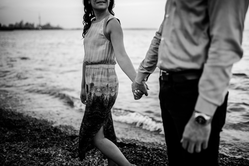 affectionate-couple-by-jenny-diaz-toronto-engagement-photographer
