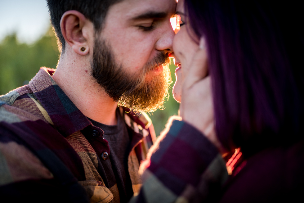 couple-almost-kissing-by-jenny-diaz-toronto-maternity-photographer.jpg