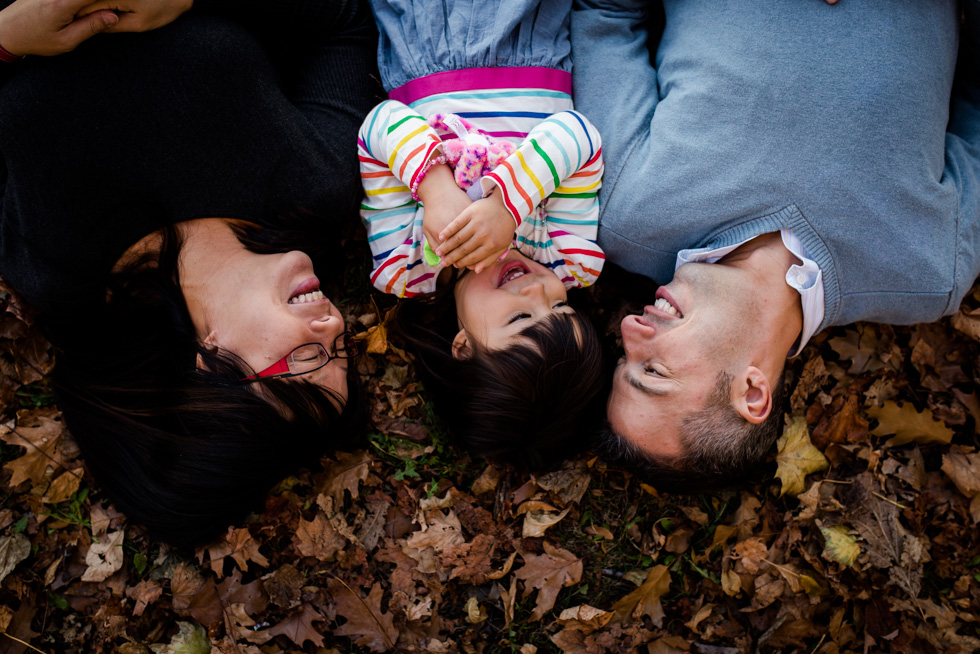 fall-family-session-by-the-beach-jenny-diaz-photography-toronto-family-photographer