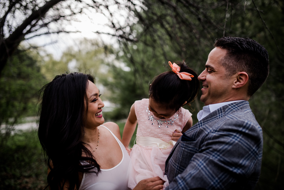 toronto-family-lifestlye-outdoor-photography-session-at-humber-bay-by-Jenny-diaz-photography