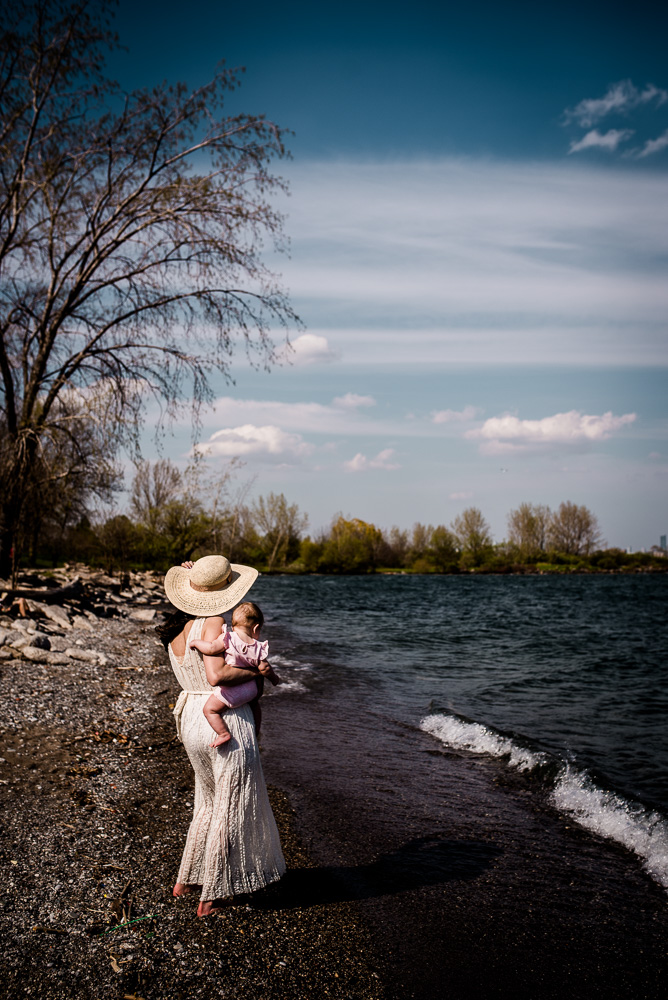 spring-motherhood-session-at-humber-bay-by-jenny-diaz-photography-toronto-lifestyle-family-photographer