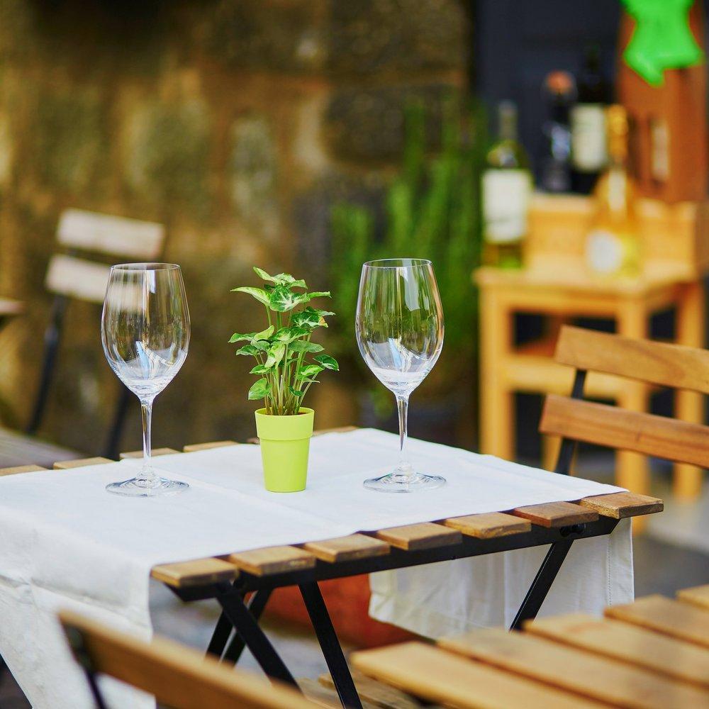 outdoor dining.jpg
