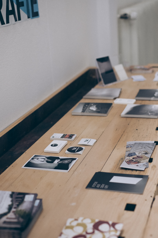 Bilder, Karten, Sticker auf einer Werkbank!