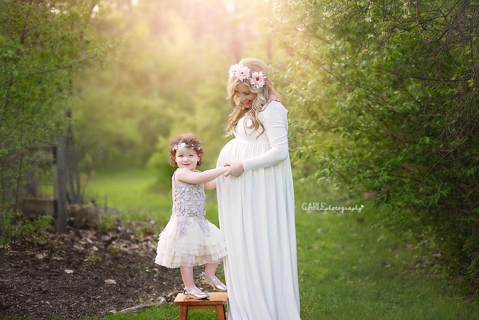 beautiful maternity portrait columbus ohio photography studio pregnancy photos outdoor newborn photographer dublin hilliard upper arlington powell worthington