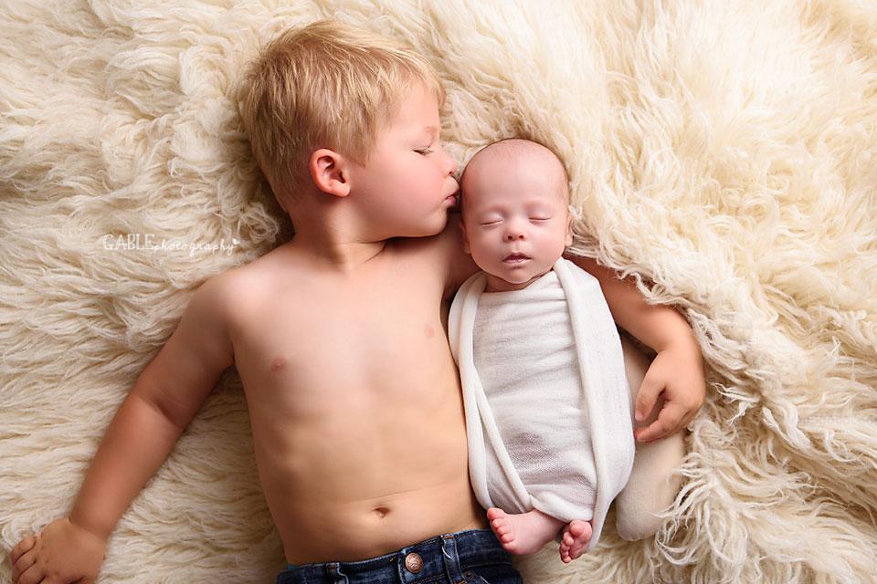 Columbus-Newborn-Photographer-Columbus-ohio-baby-sibling-studio-photography.jpg