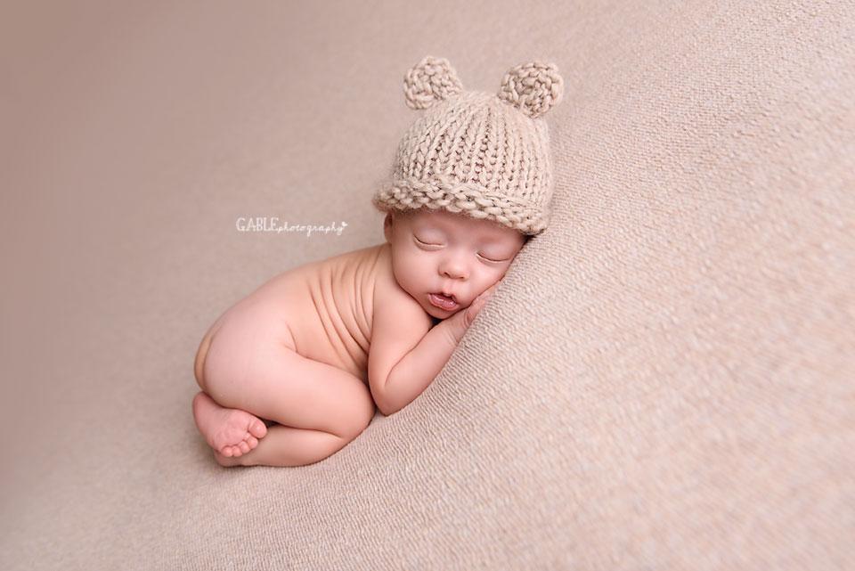 Newborn-Photographer-Columbus-ohio-baby-boy-bearhat.jpg