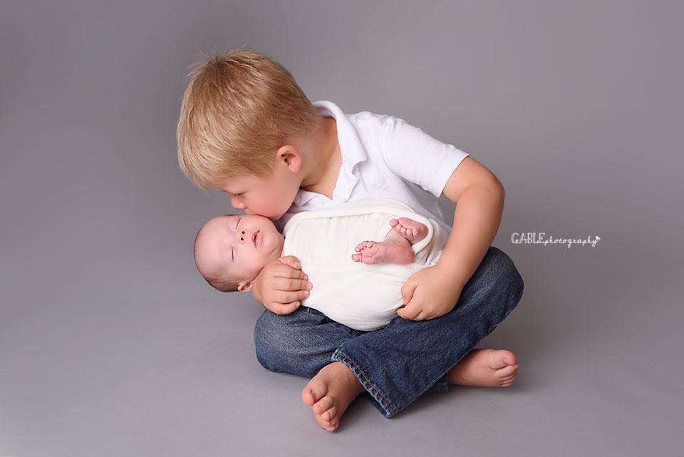 Columbus-Newborn-Photographer-Columbus-ohio-baby-boy-studio-photography-brothers.jpg