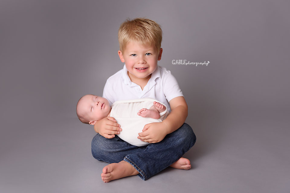 Newborn-Photographer-Columbus-ohio-baby-boy-studio-photography.jpg