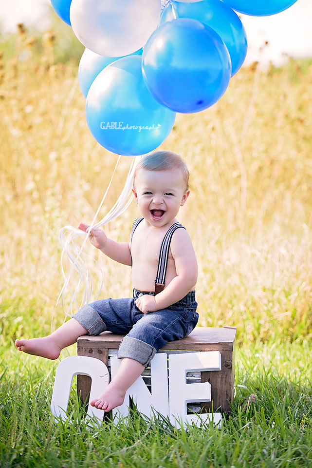 Columbus-ohio-baby-photographer-one-year-cake-smash-outdoor-studio_1.jpg