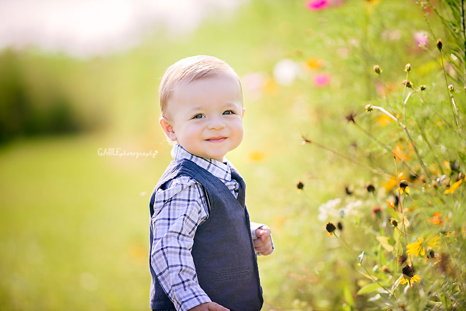 Columbus-ohio-baby-photographer-one-year-cake-smash-outdoor-studio_4.jpg