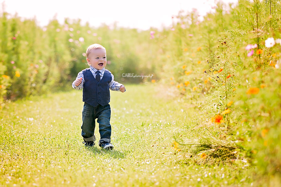 Columbus-ohio-baby-photographer-one-year-cake-smash-outdoor-studio_3.jpg