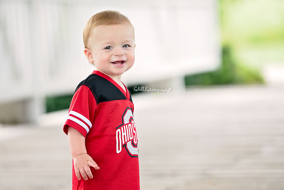 Columbus-ohio-baby-photographer-one-year-cake-smash-outdoor-studio_7.jpg