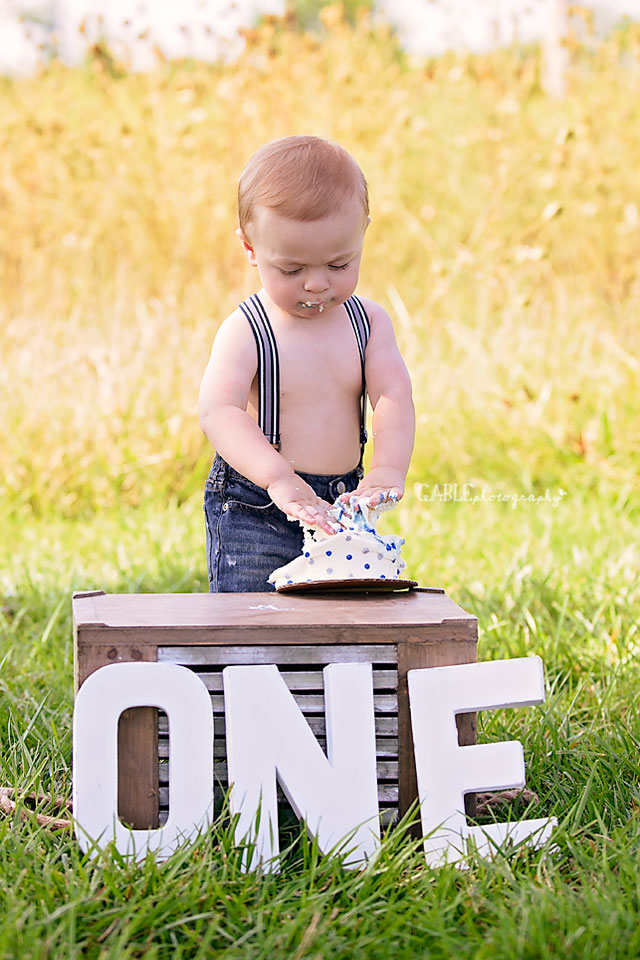 Columbus-ohio-baby-photographer-one-year-cake-smash-outdoor-studio_8.jpg
