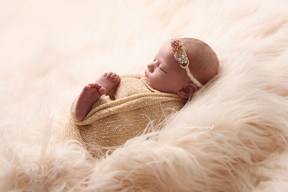 Newborn-photographer-columbus-ohio-dublin-hilliard-powell-baby-gable-photography-studio-6.jpg