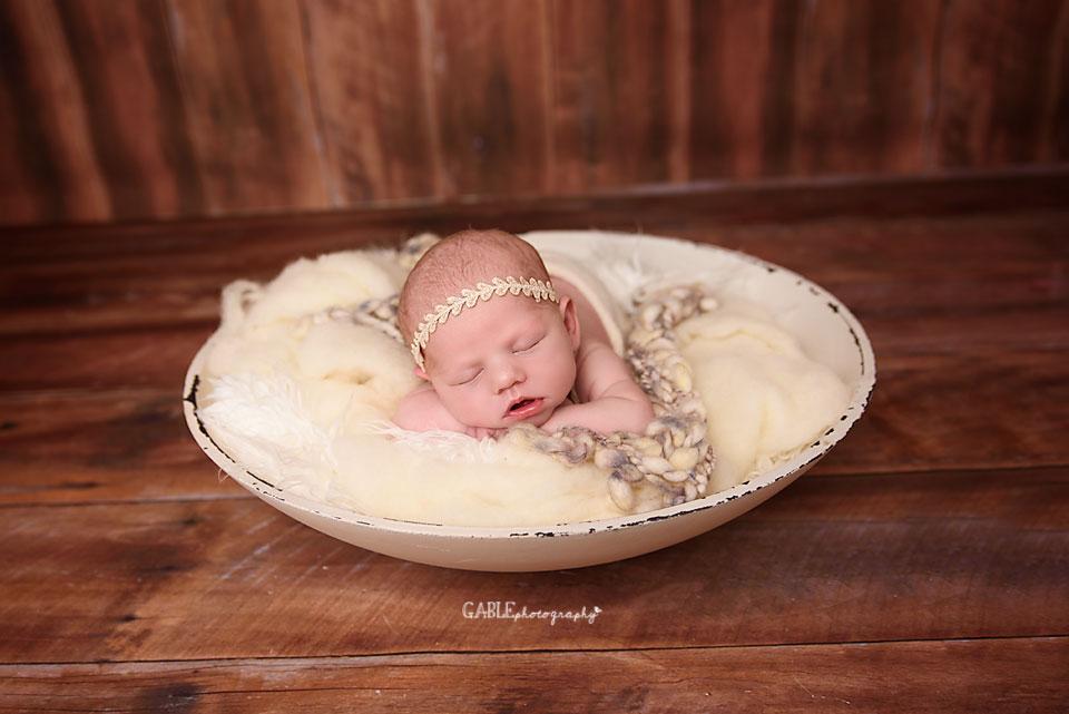 Newborn-photographer-columbus-ohio-dublin-hilliard-powell-baby-gable-photography-studio-7.jpg