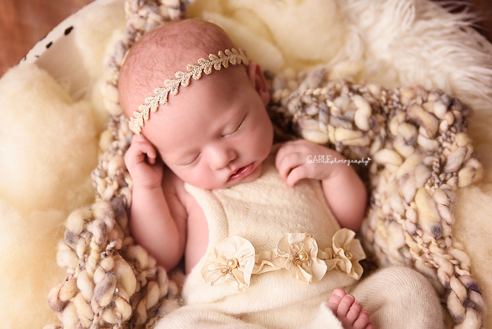 Newborn-photographer-columbus-ohio-dublin-hilliard-powell-baby-gable-photography-studio-8.jpg