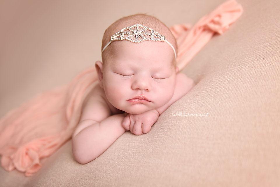 Newborn-photographer-columbus-ohio-dublin-hilliard-powell-baby-photography-studio-2.jpg