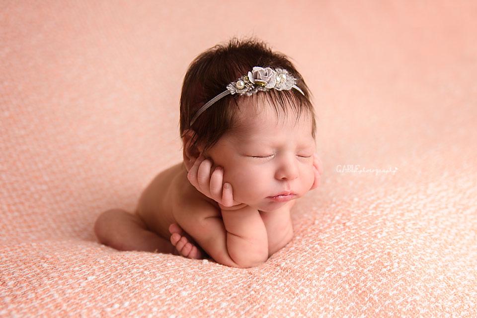 newborn-photographer-columbus-ohio-dublin-hilliard-studio-photography-baby.jpg