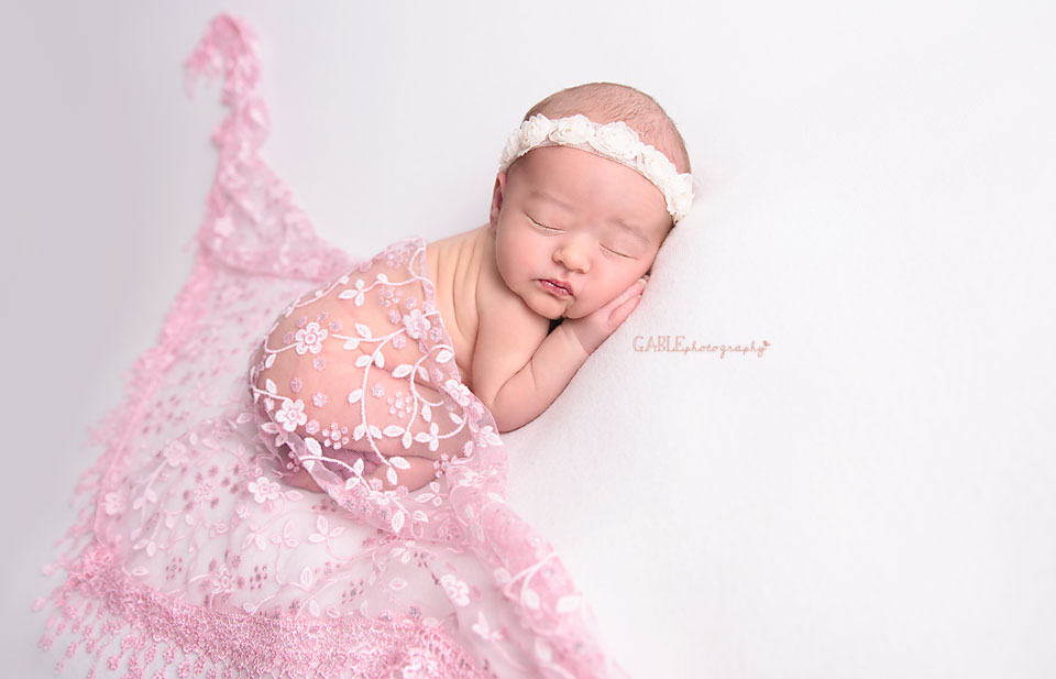 Newborn-photographer-columbus-ohio-dublin-hilliard-upperarlington-grandview-powell-studio-photography-babyphotos_7.jpg