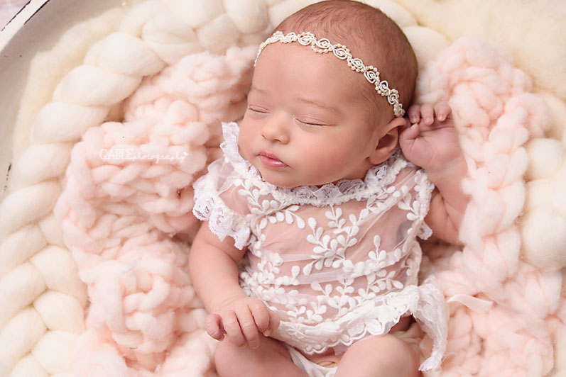 Newborn-photographer-columbus-ohio-dublin-hilliard-upperarlington-grandview-powell-studio-photography-babyphotos_9.jpg