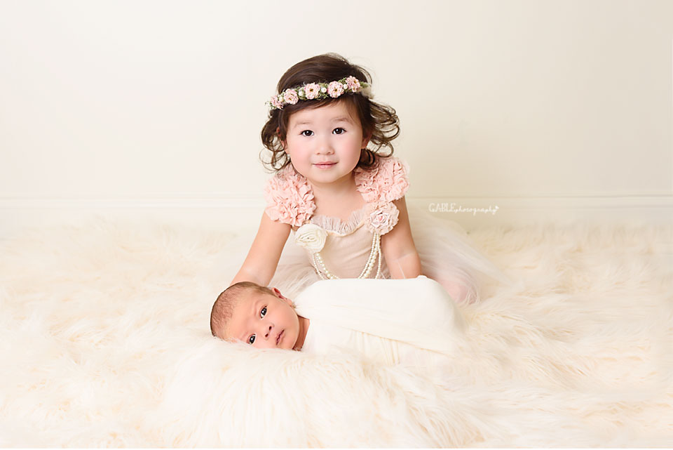 ColumbusNewbornPhotographer-dublin-hilliard-upperarlington-powell-baby-photography-studio-4.jpg