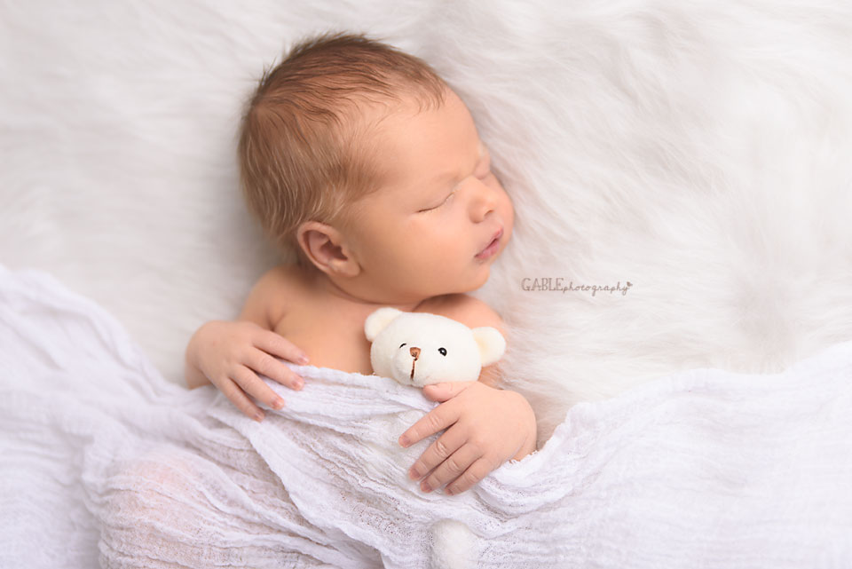 columbusnewbornphotographer-dublin-hilliard-ohio-powell-upperarlington-studio-baby-portraits-4.jpg