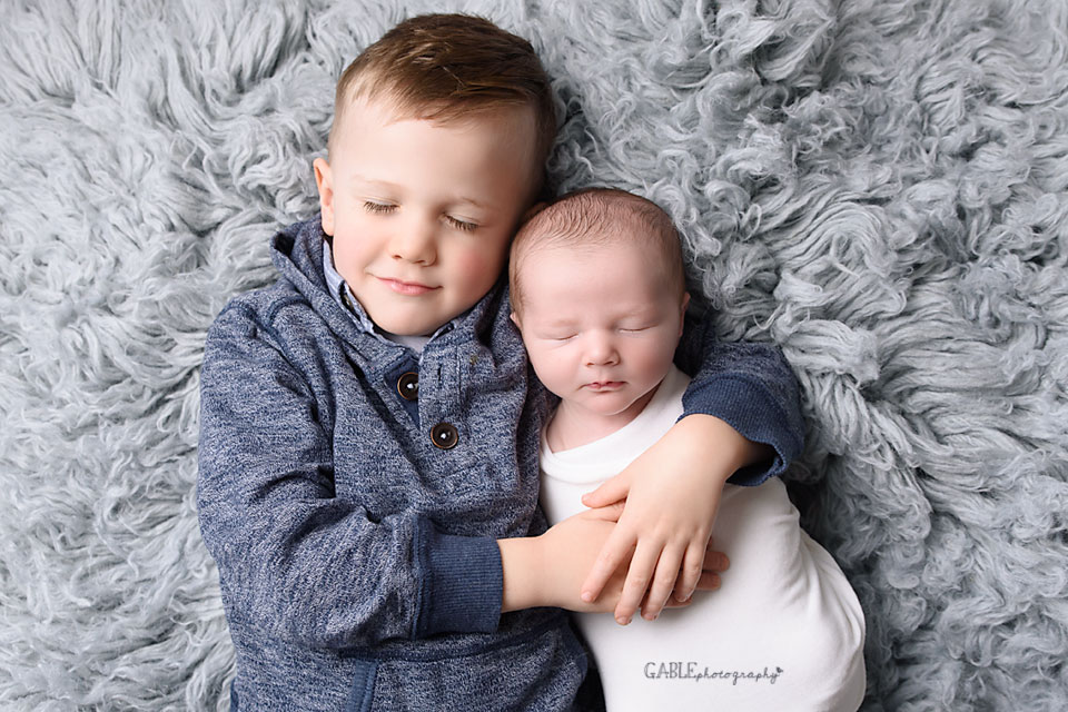 newborn photographer columbus ohio siblings