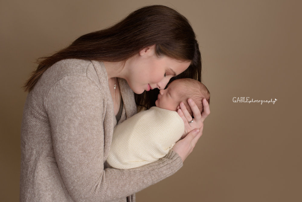 mom-and-newborn-photography-shoot