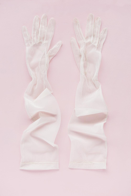 ATARAH_181007_Gloves_White_101_F_RT_FR.jpg