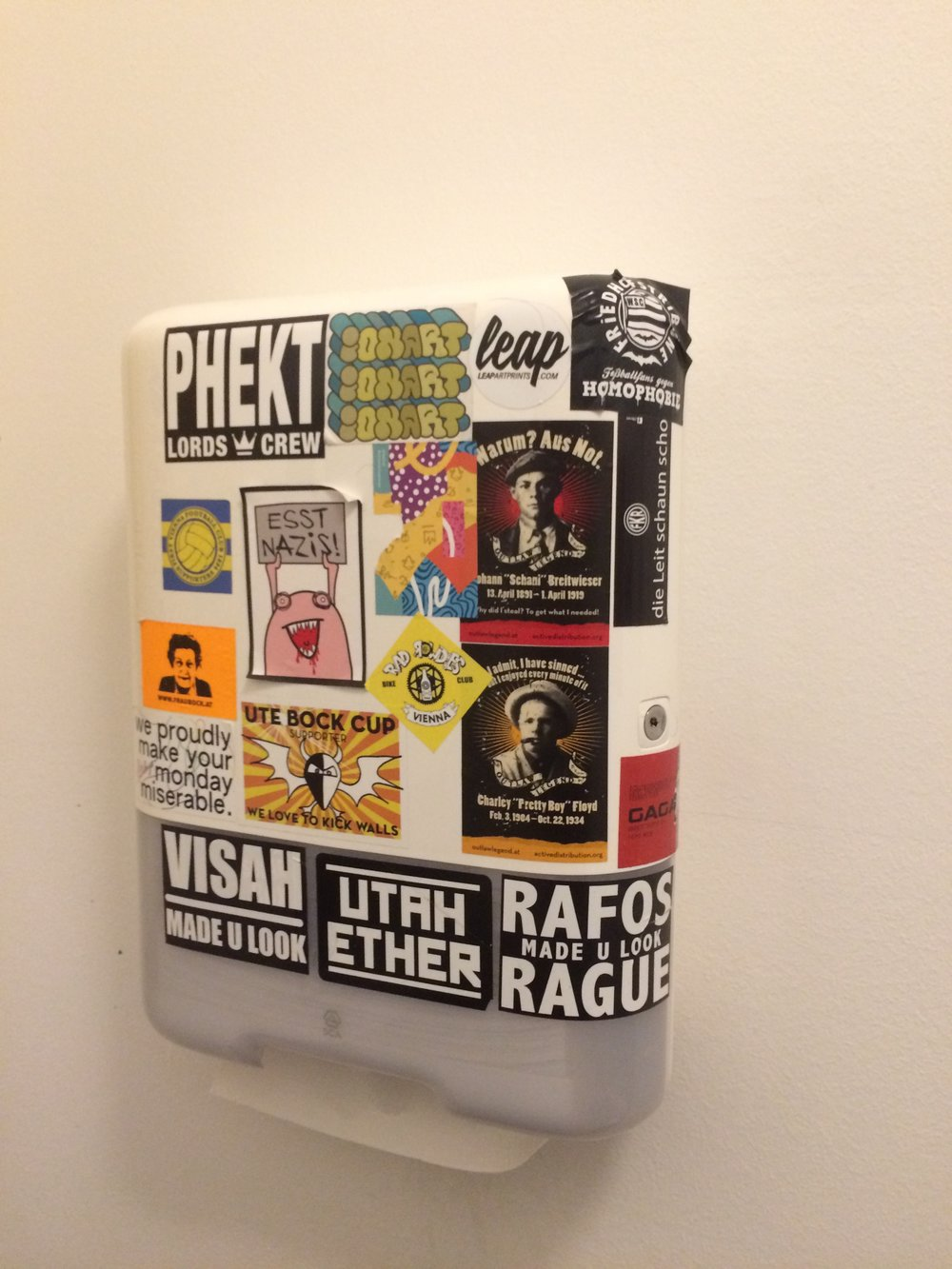 Paper towel dispenser in Gorilla Kitchen on Argentinierstrasse.