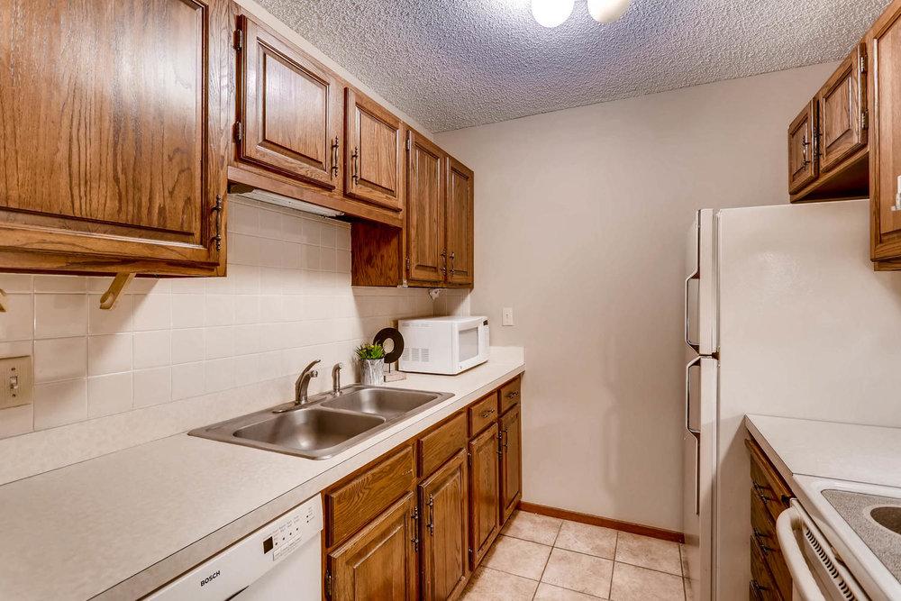 1225 Lasalle Ave 1102-large-009-9-Kitchen-1500x1000-72dpi.jpg