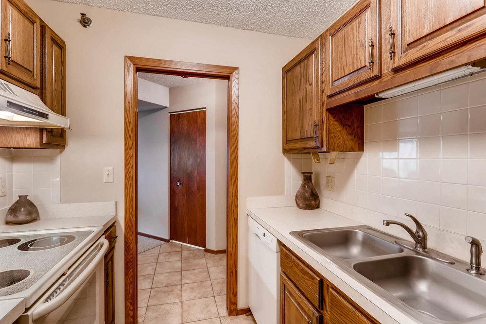 1225 Lasalle Ave 1102-large-010-11-Kitchen-1500x1000-72dpi.jpg