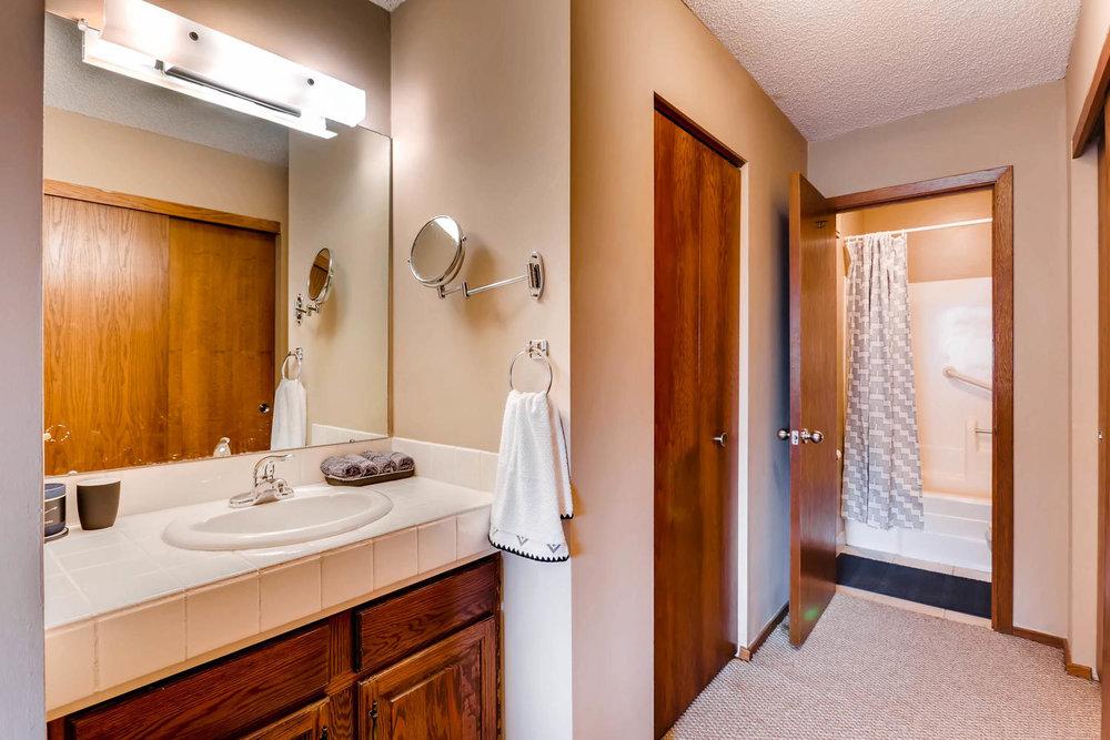 1225 Lasalle Ave 1102-large-014-16-Master Bathroom-1500x1000-72dpi.jpg