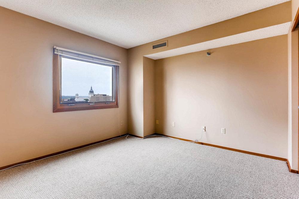 1225 Lasalle Ave 1102-large-016-25-Bedroom-1500x1000-72dpi.jpg