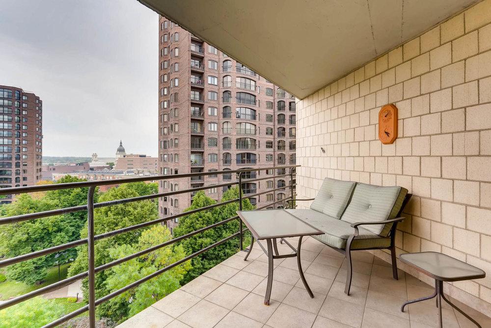1225 Lasalle Ave 1102-large-023-21-Balcony-1500x1000-72dpi.jpg