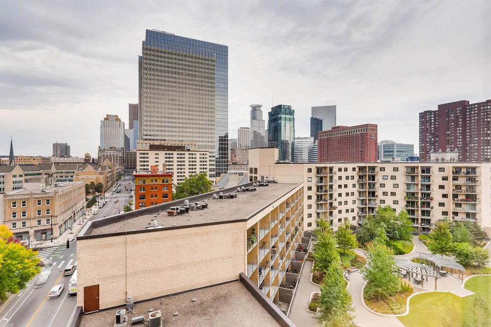 1225 Lasalle Ave 1102-large-026-17-Views-1500x1000-72dpi.jpg