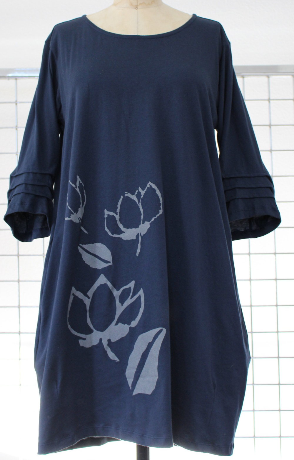 Magnolia Stamp on Cotton Knit    CSM - 194T Dress    S/MM/LXL       Navy,  Black