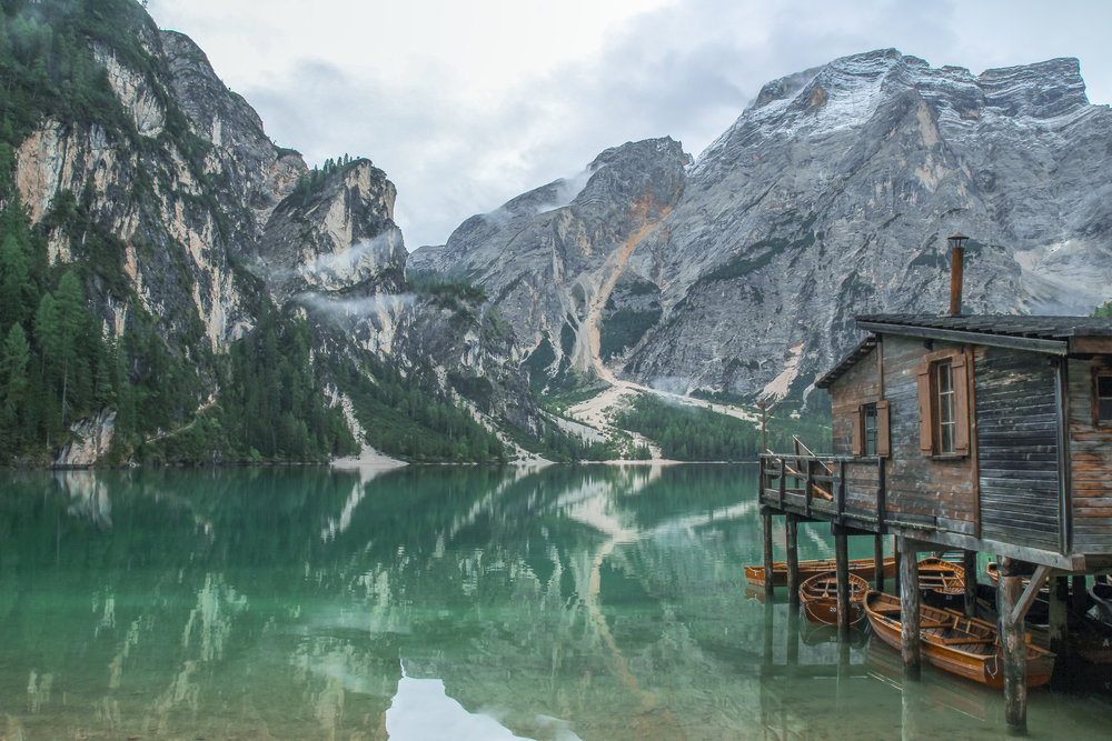 lake braies boathouse