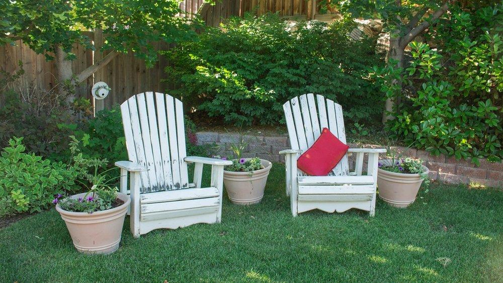 backyard-1474128_1280.jpg