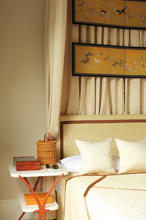 BUTTERFLIES IN KENSINGTON A pied-a-terre in a leafy London square punctuated with  Japanese treasures