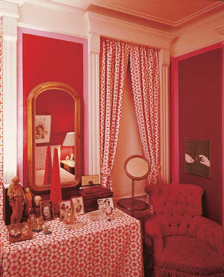 DAVID HICKS INTERIOR DESIGNER RED BEDROOM DRESSING TABLE TABLESCAPE