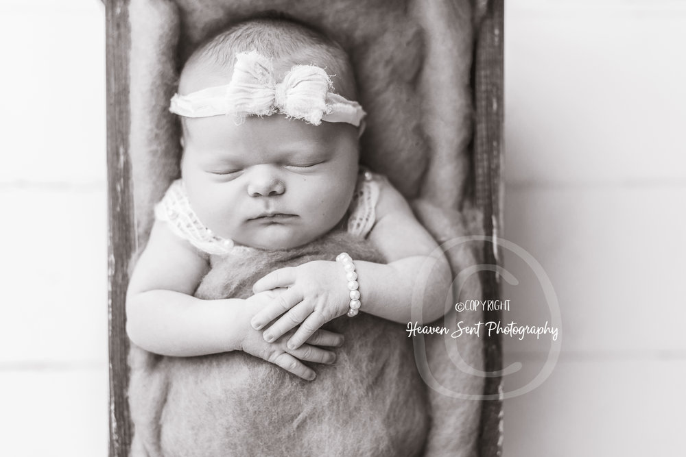 cora_newborn (18 of 61).jpg