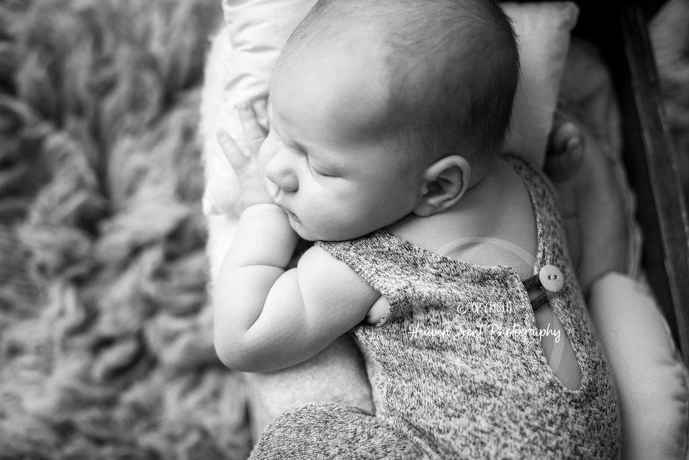 wyatt_newborn (26 of 46).jpg