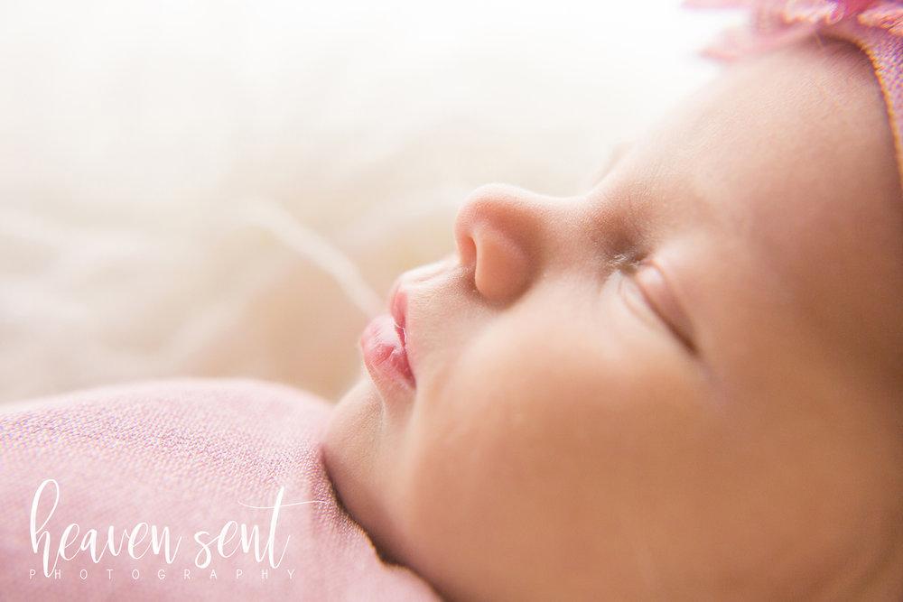 lauren_newborn (50 of 92) fbl.jpg