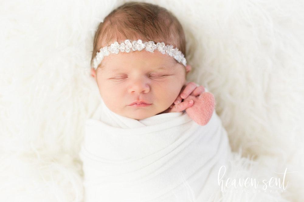 lauren_newborn(16of92).jpg