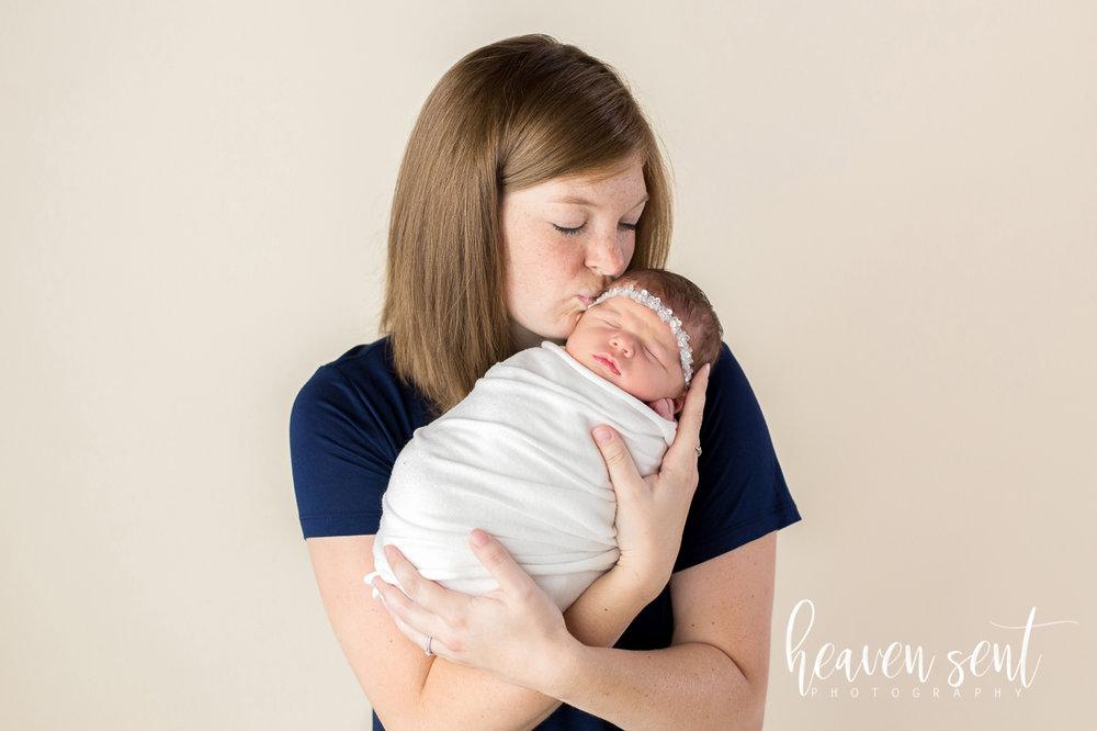 lauren_newborn(32of92).jpg