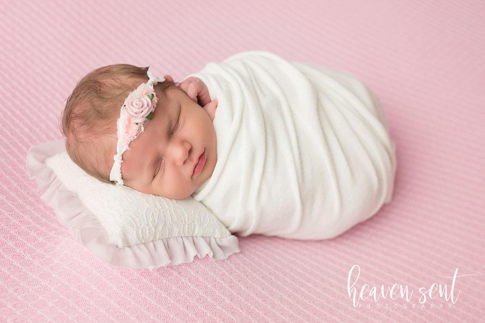 lauren_newborn(37of92).jpg