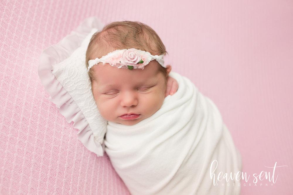 lauren_newborn(39of92).jpg