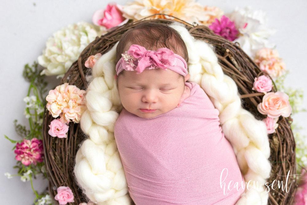 lauren_newborn(53of92).jpg