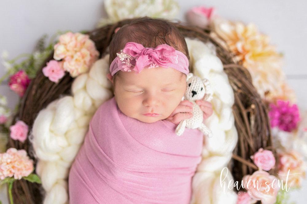 lauren_newborn(54of92).jpg